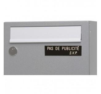 """Plaque """"PAS DE PUBLICITE - SVP"""" - Fond noir, texte gravé blanc"""