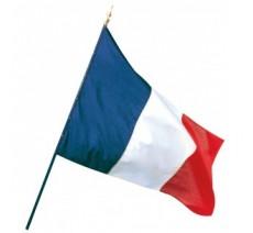 Le drapeau Français fixé sur une hampe