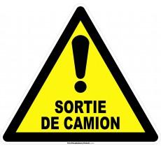 Panneau Danger, sortie de camion , forme triangulaire