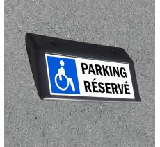 Plaque d'identification emplacement PMR pour parking